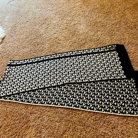 Michael Kors black and white reversible scarf